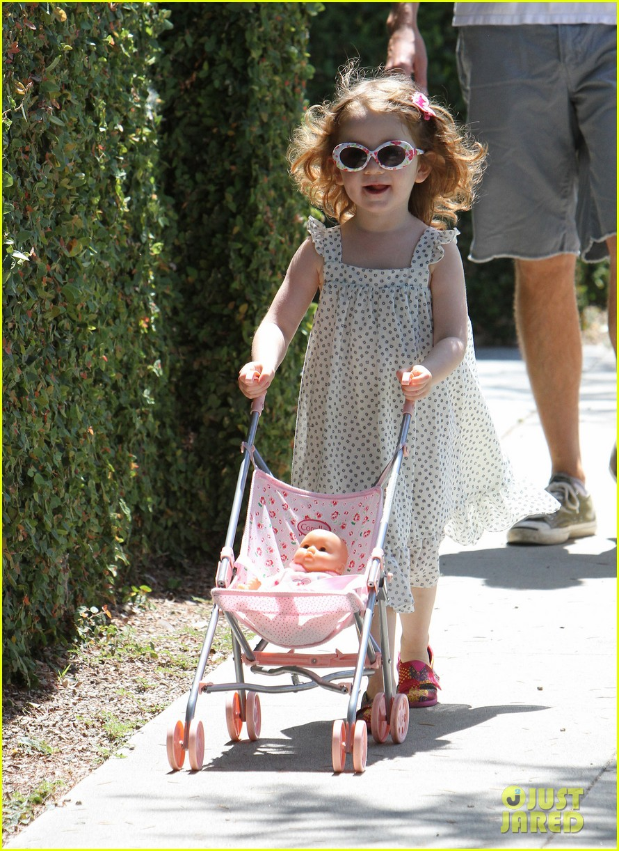 alyson hannigan brentwood family lunch 05