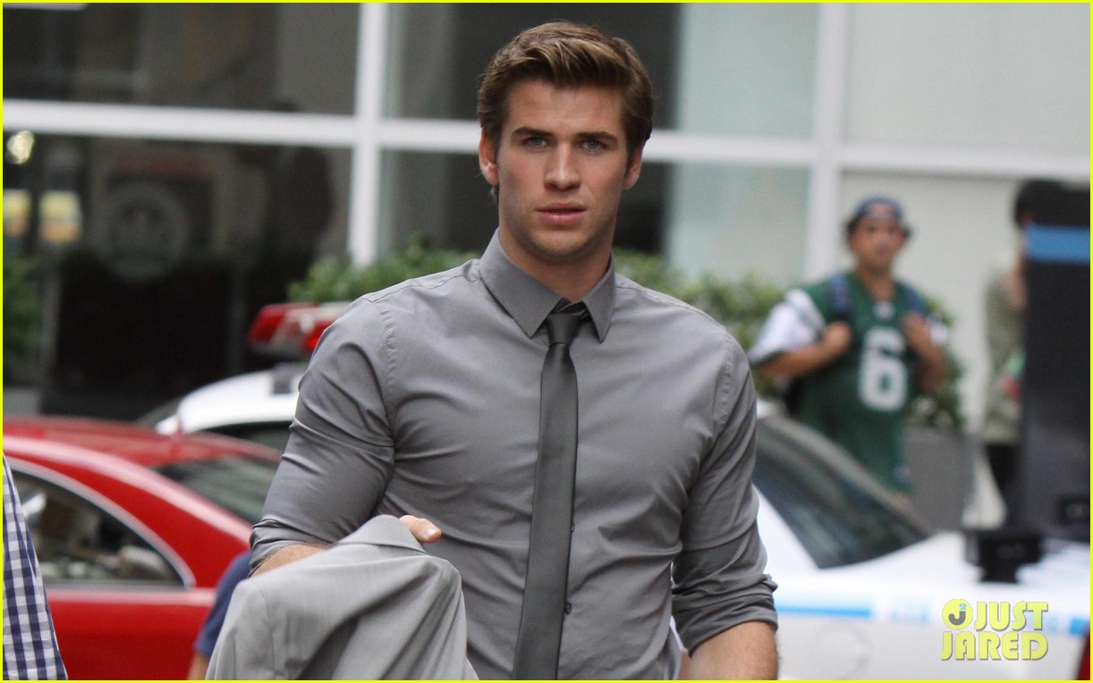 liam hemsworth paranoia harrison ford 042710355