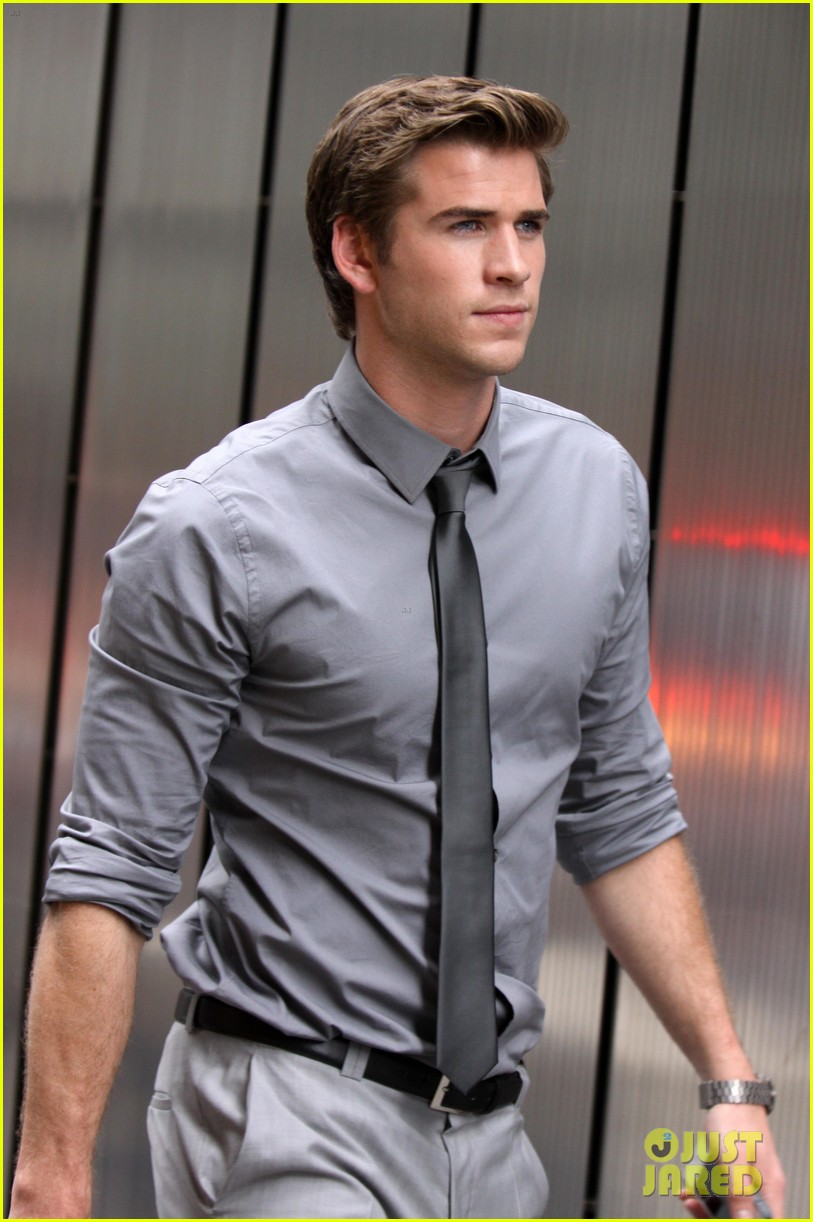 liam hemsworth paranoia harrison ford 052710356