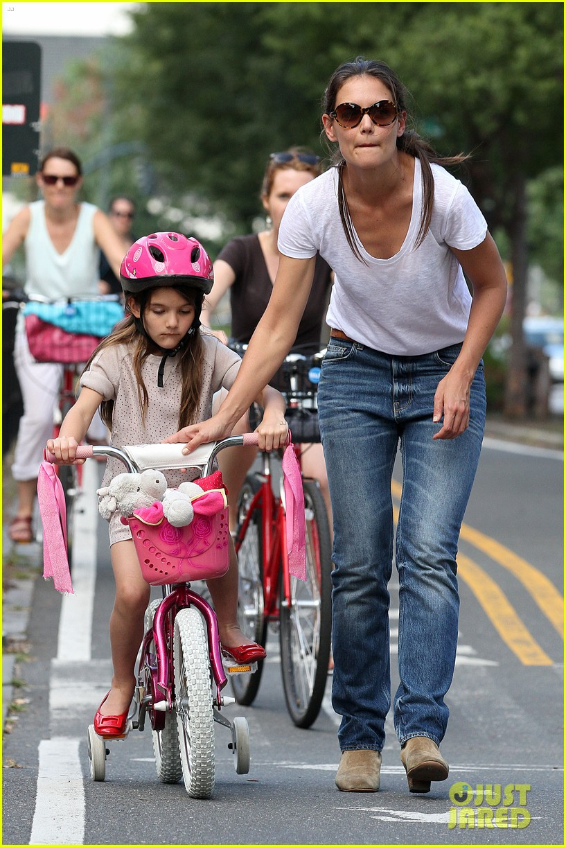 katie holmes teaches suri cruise to ride a bike 012704417