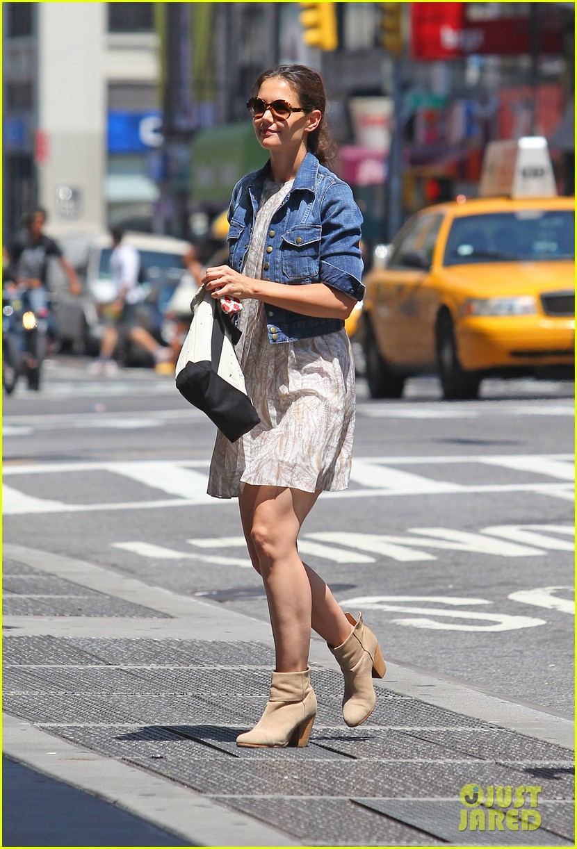 katie holmes saturday errands 04