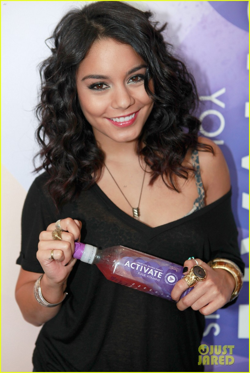 vanessa hudgens activate drinks pop up shop with shenae grimes 05