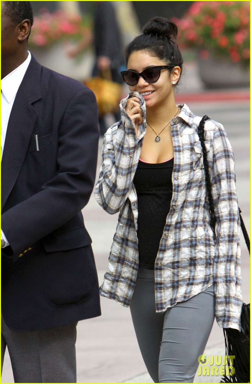 vanessa hudgens leaves gym guard 07