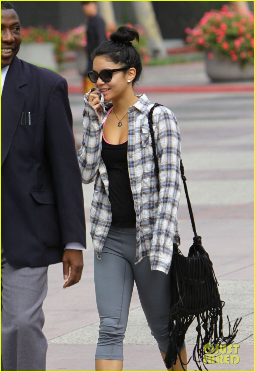 vanessa hudgens leaves gym guard 08