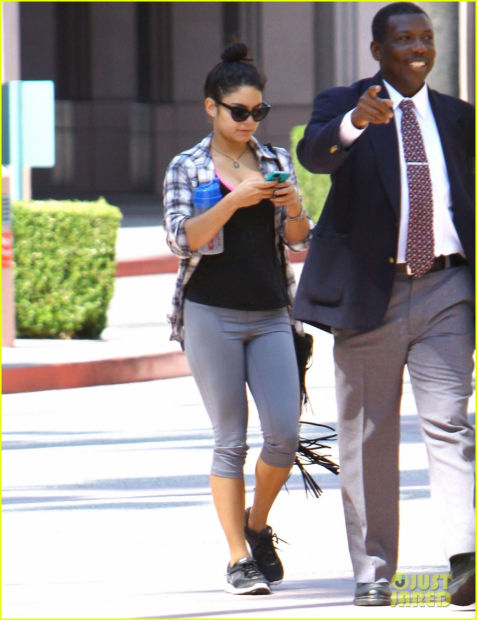 vanessa hudgens leaves gym guard 102703233