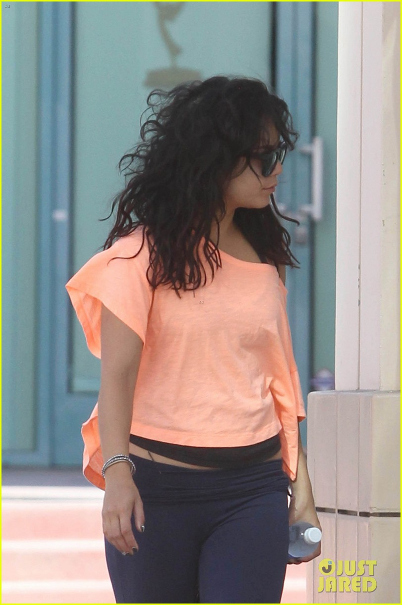 vanessa hudgens monday morning workout 042705432