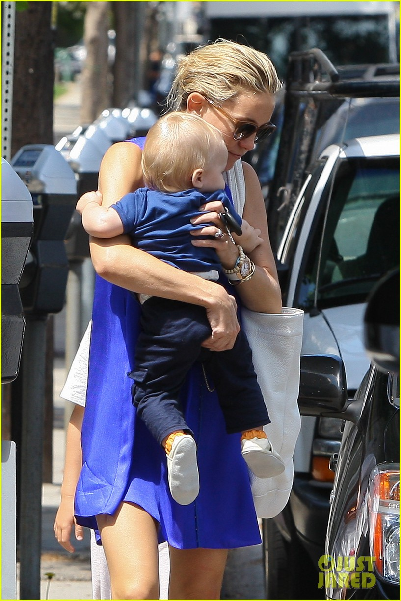 kate hudson brentwood with ryder and baby bingham 022696268