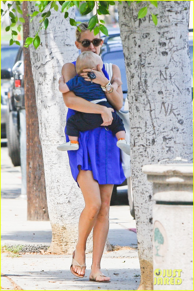 kate hudson brentwood with ryder and baby bingham 052696271