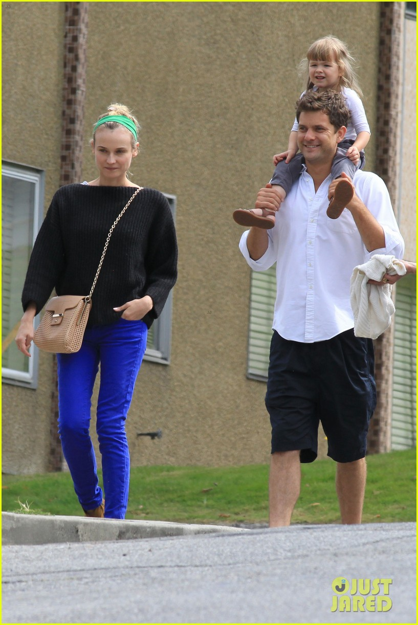 diane kruger joshua jackson sunday brunch with niece 10