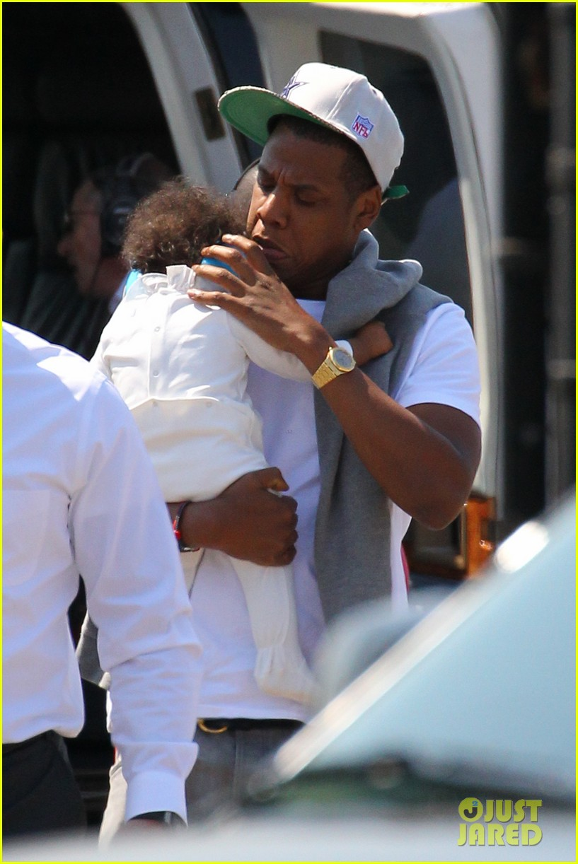 jay z blue ivy carter helicopter ride 022711359