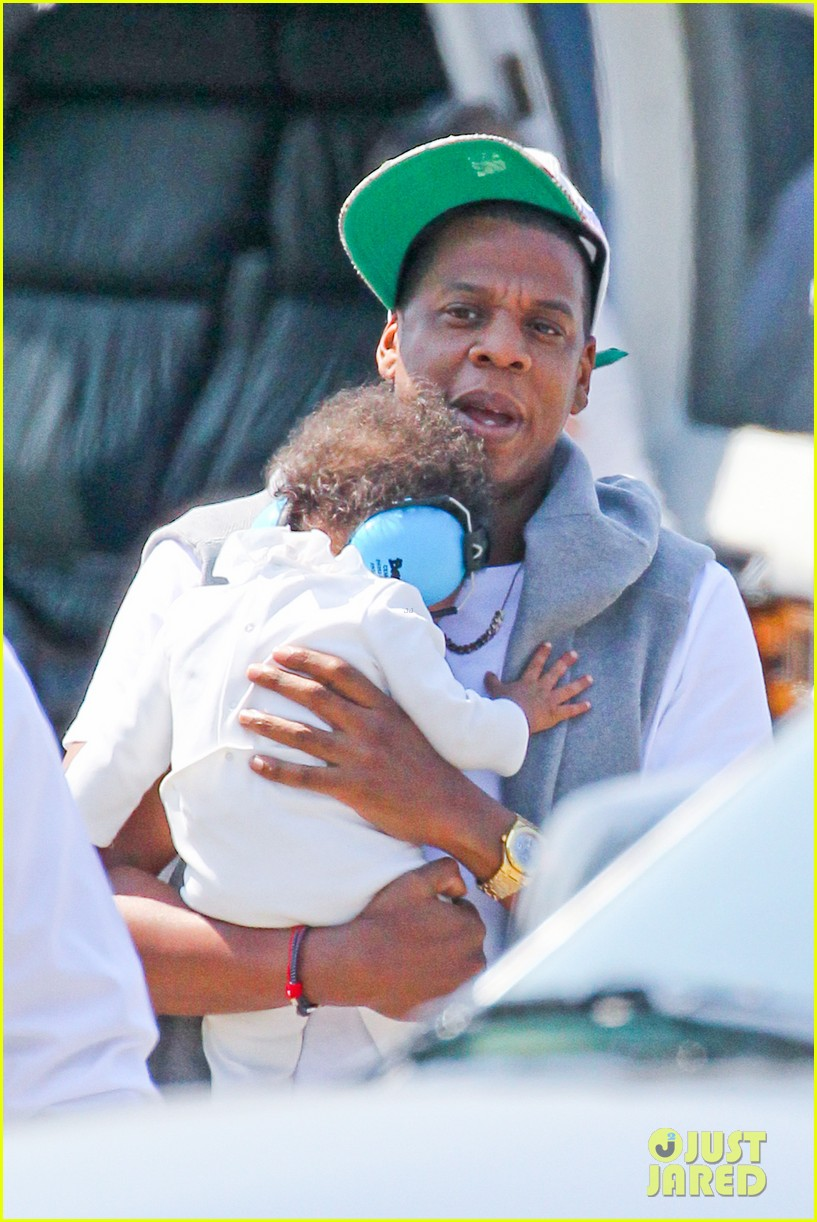 jay z blue ivy carter helicopter ride 032711360