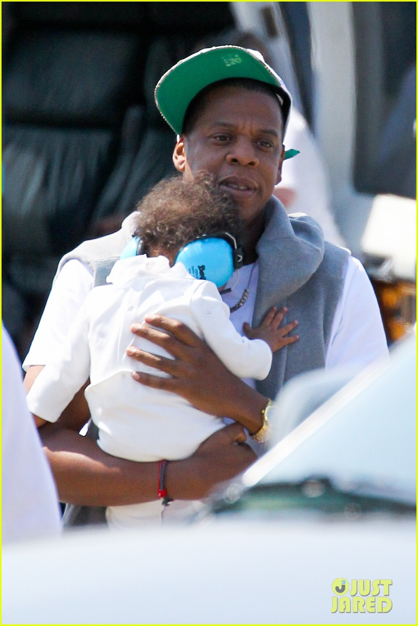jay z blue ivy carter helicopter ride 052711362