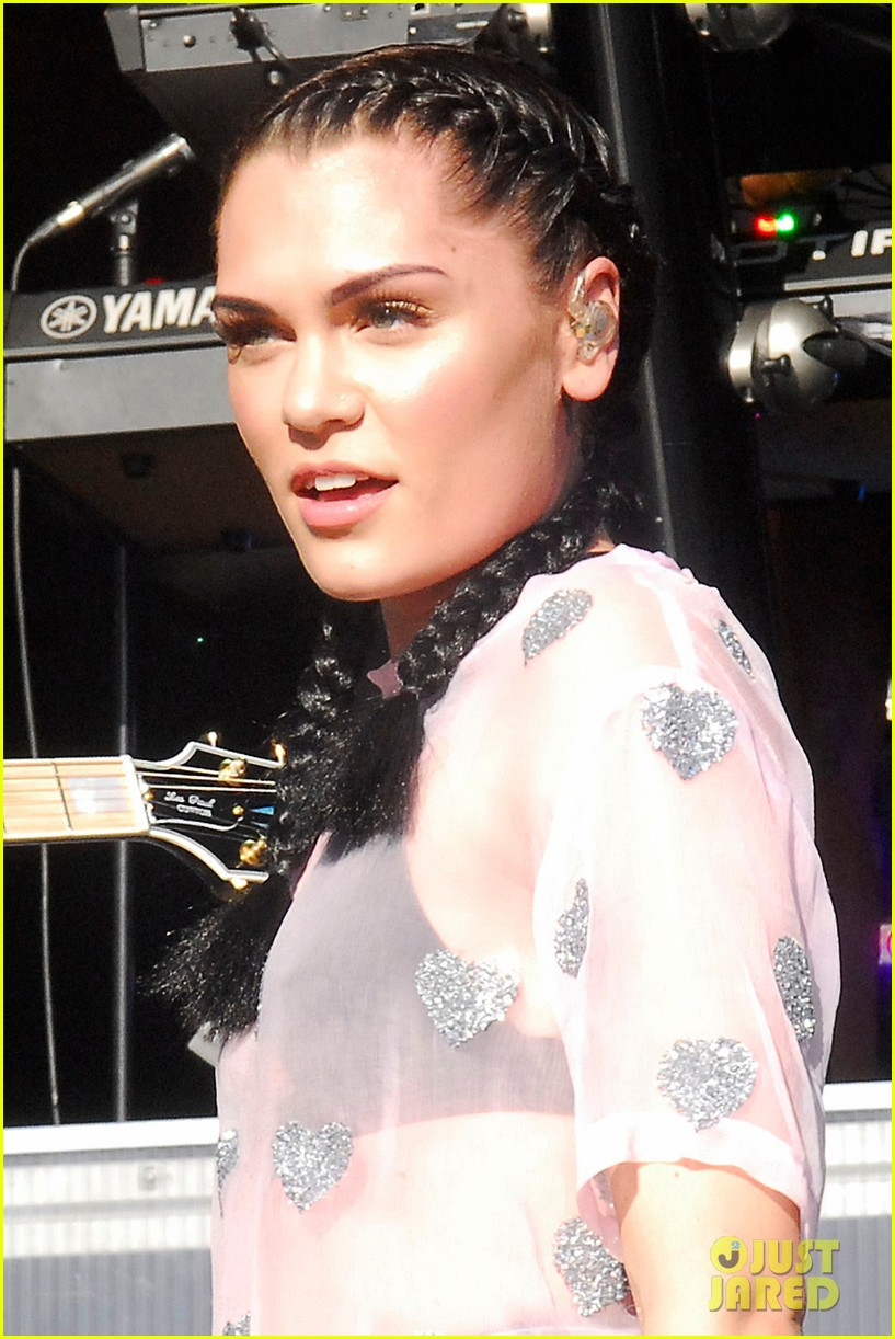 jessie j newbury newmarket performances 04