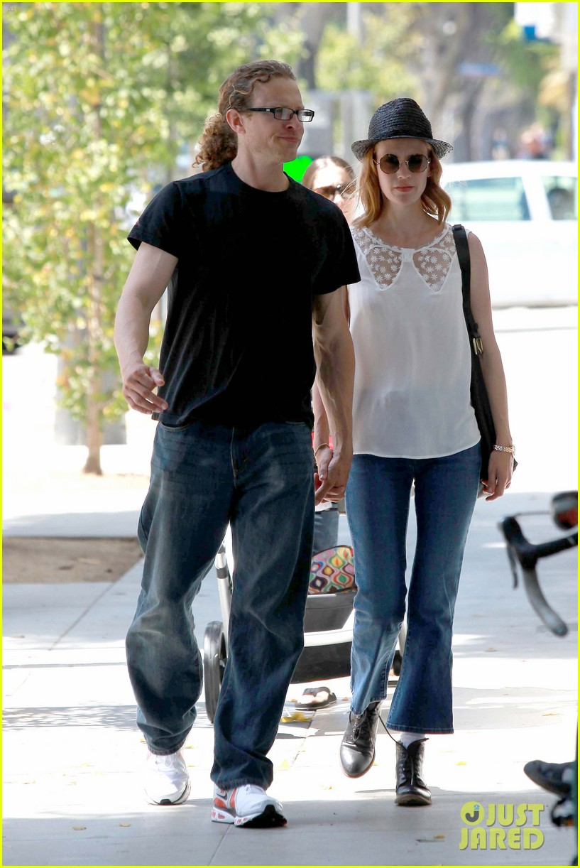 january jones holding hands mystery man 042705626