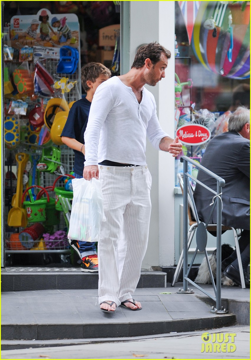 jude law shopping rudy iris 072701859
