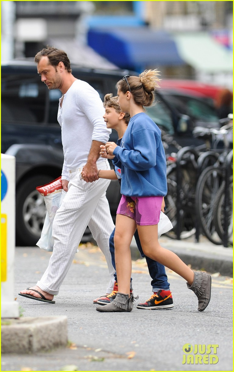 jude law shopping rudy iris 132701865