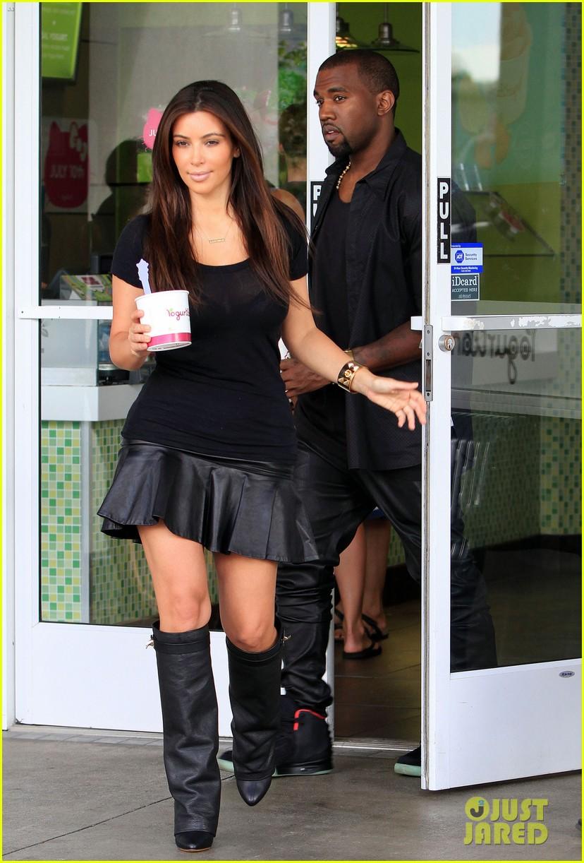 kim kardashian kanye west yogurtland twosome 05