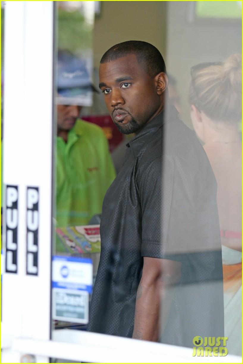 kim kardashian kanye west yogurtland twosome 092703660