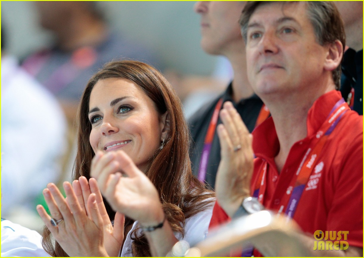 duchess kate cheers on synchronized swimming 012699108