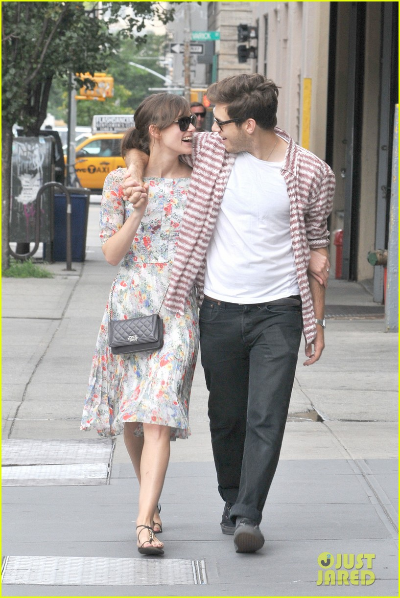 keira knightley soho stroll with james righton 01