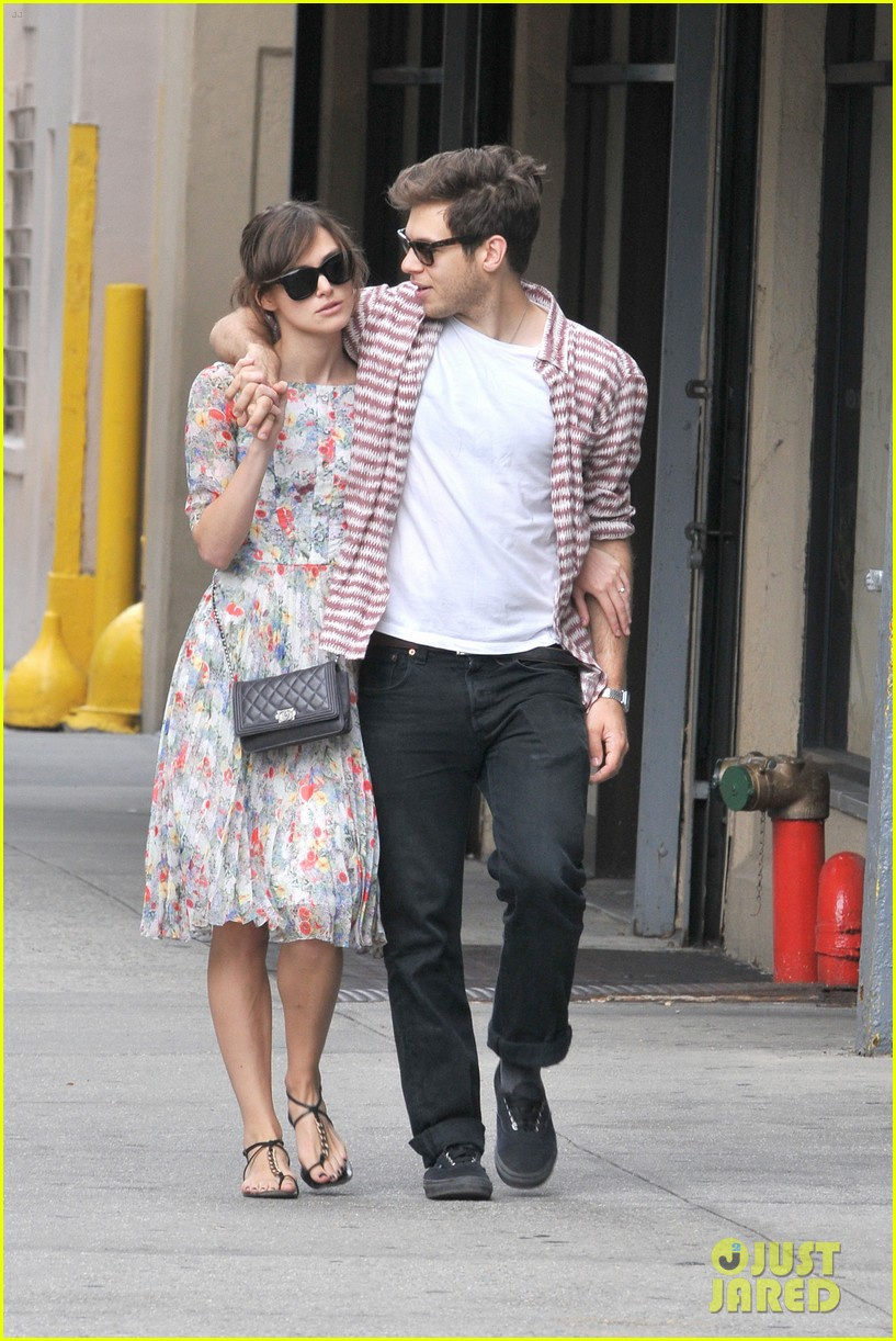 keira knightley soho stroll with james righton 032697218
