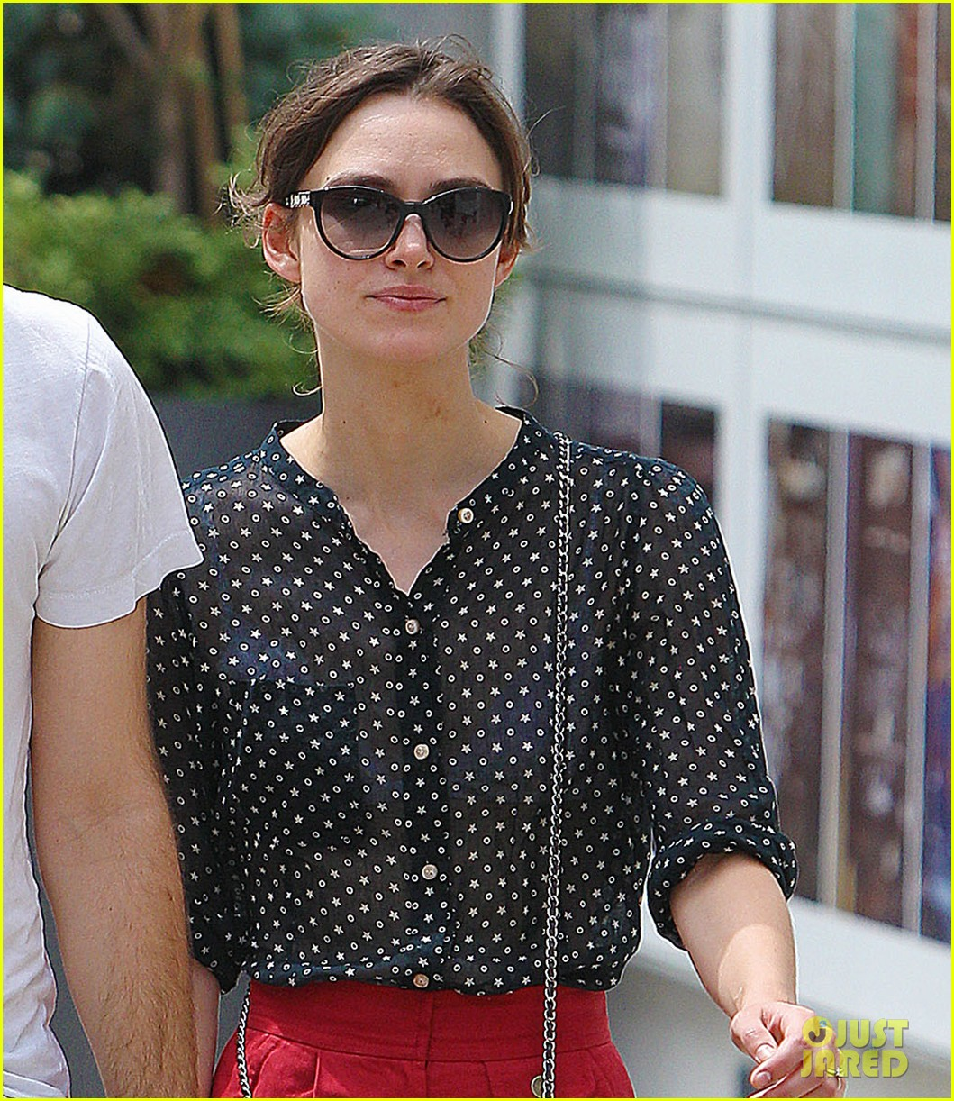 keira knightley stroll with james righton 022695212