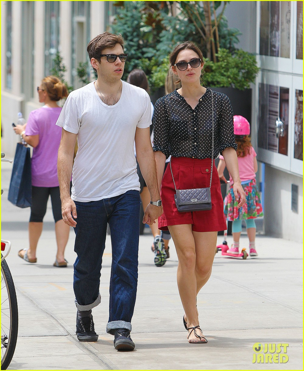 keira knightley stroll with james righton 032695213