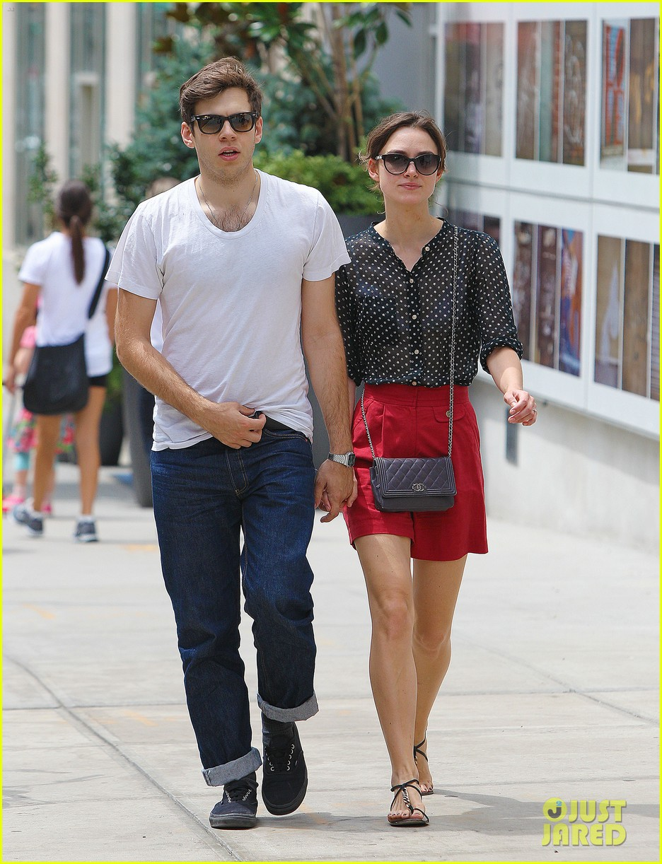 keira knightley stroll with james righton 052695215