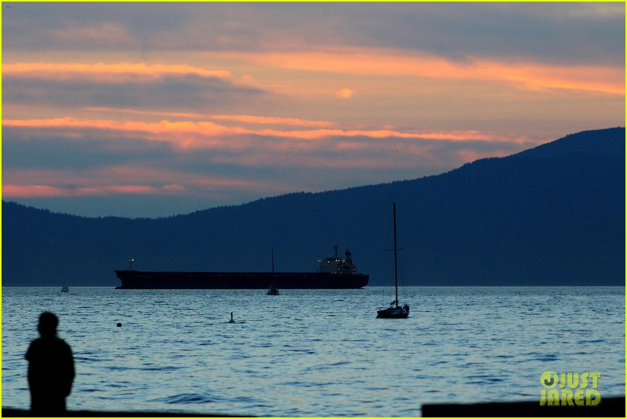 diane kruger joshua jackson sunset stroll in vancouver 272701352