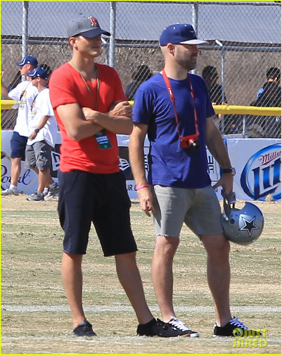 ashton kutcher cowboys training camp 062700544