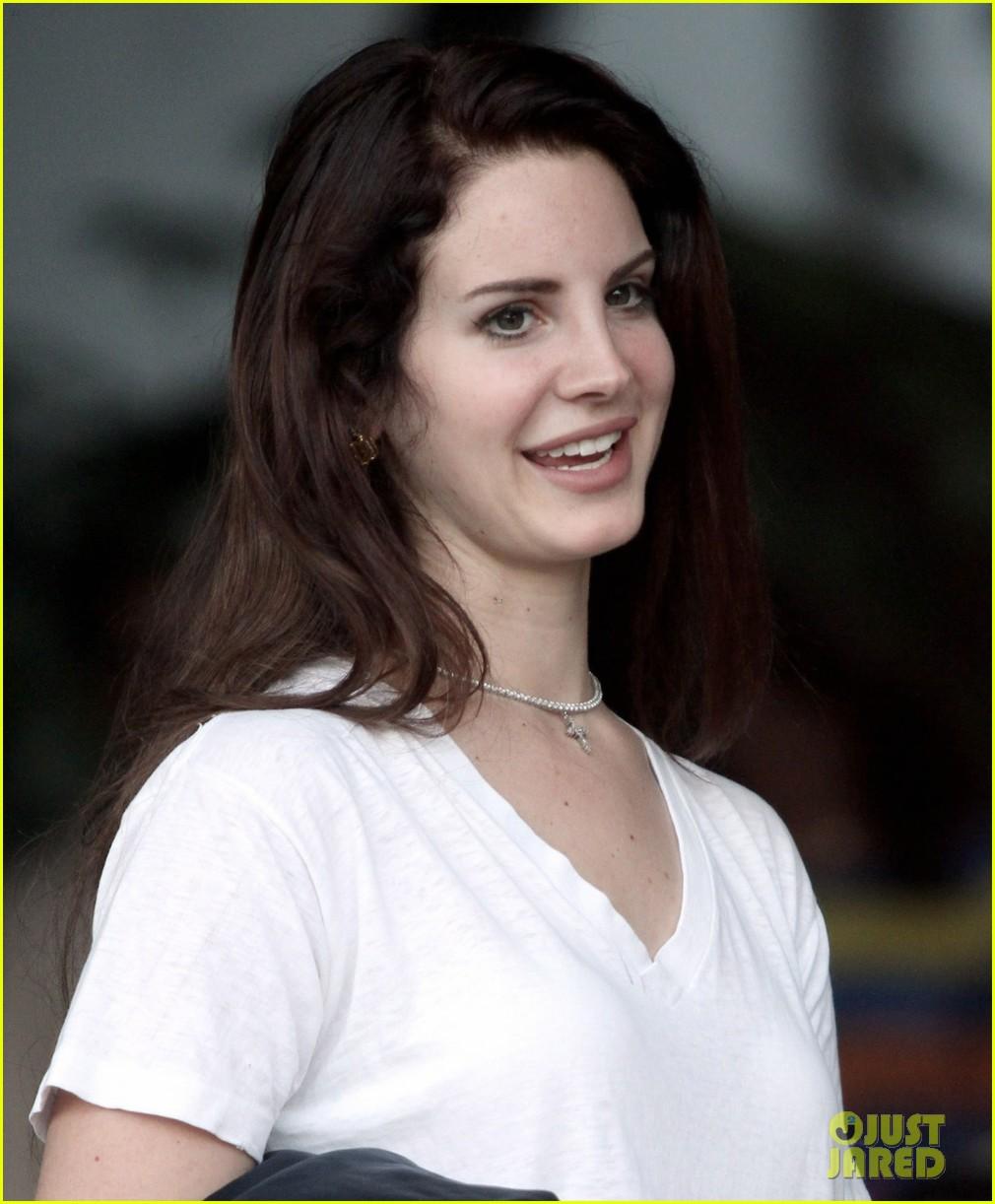 Lana Del Rey Saturday Smiles Photo 2697153 Lana Del Rey Pictures Just Jared