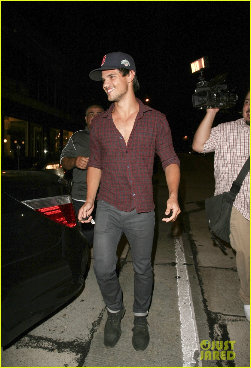 taylor lautner brooklyn dodgers fan 01