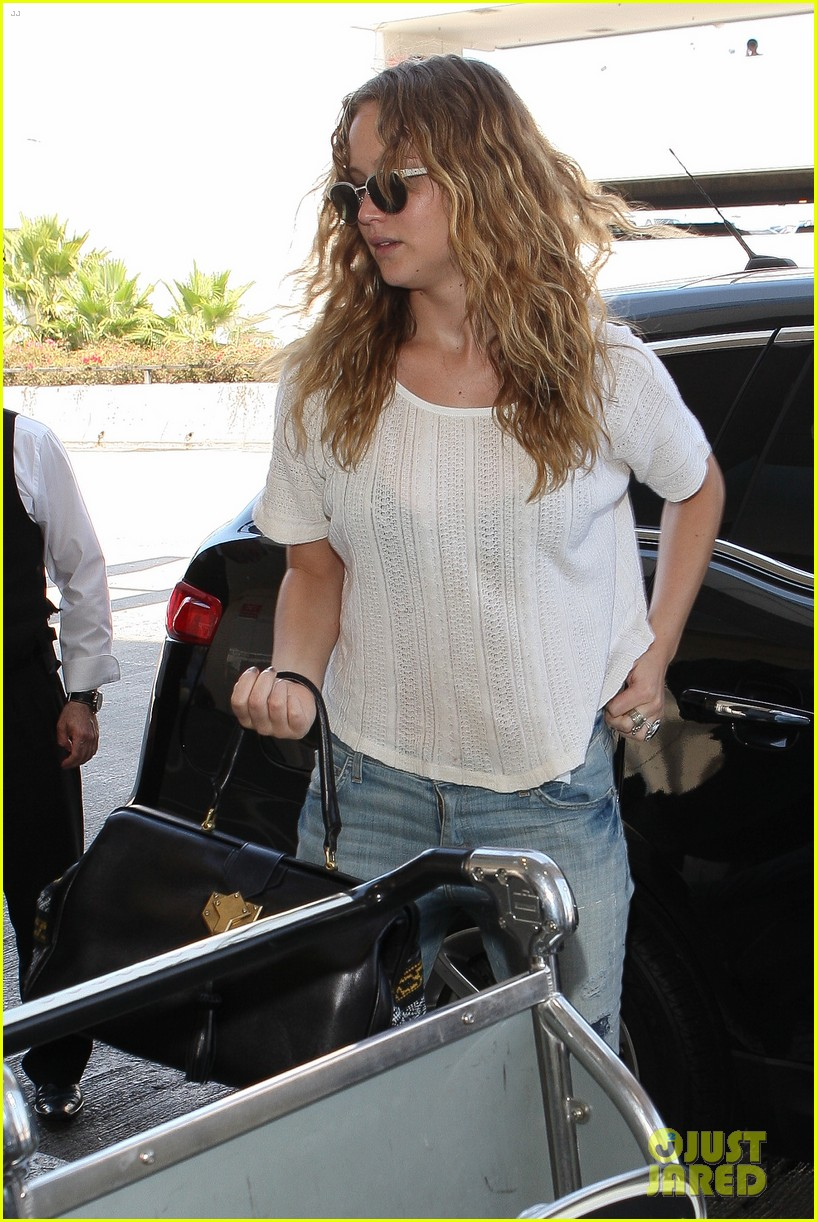jennifer lawrence flies to atlanta for catching fire prep 022706902