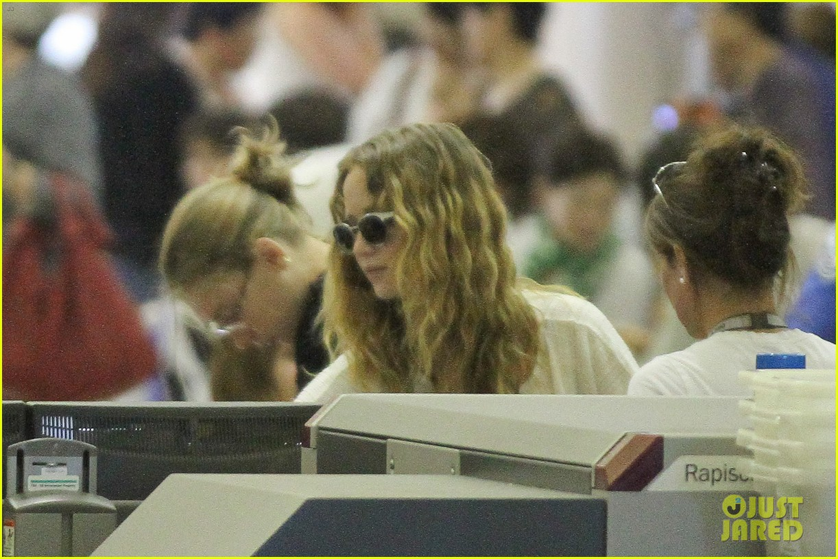 jennifer lawrence flies to atlanta for catching fire prep 082706908