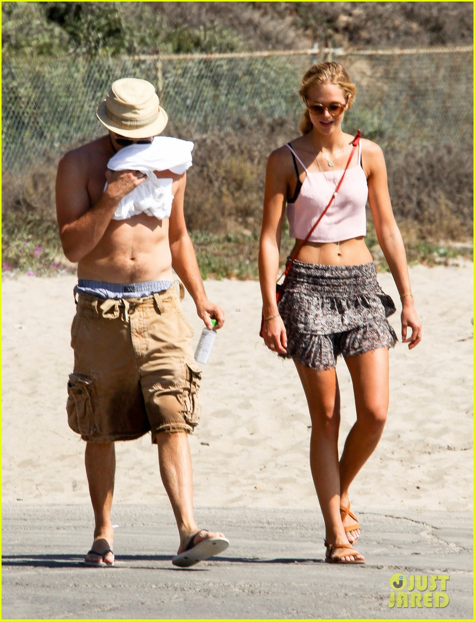 leonardo dicaprio shirtless saturday with erin heatherton 01