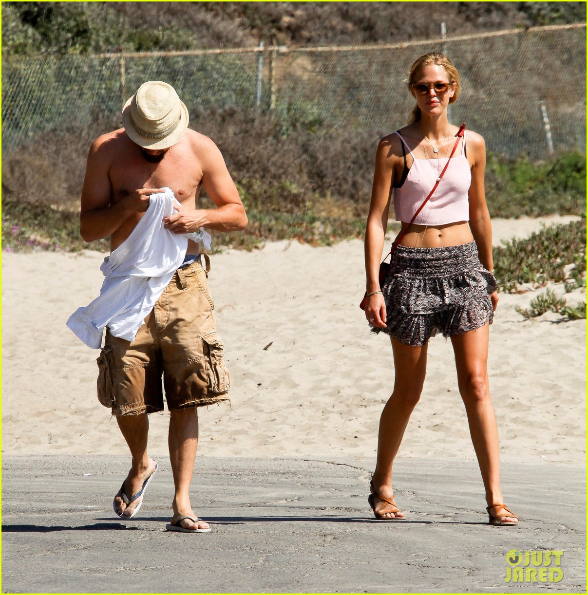 leonardo dicaprio shirtless saturday with erin heatherton 062700441