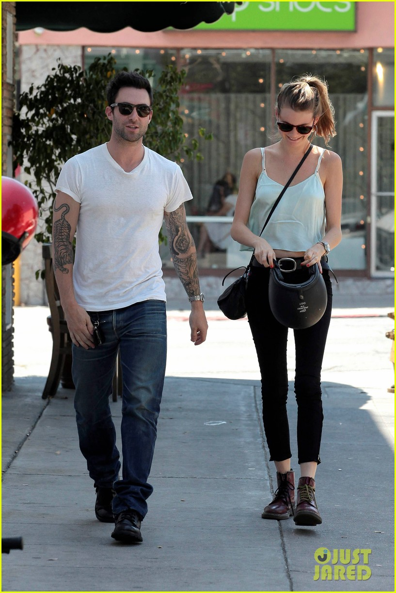 adam levine behati prinsloo mustard seed cafe couple 142698300