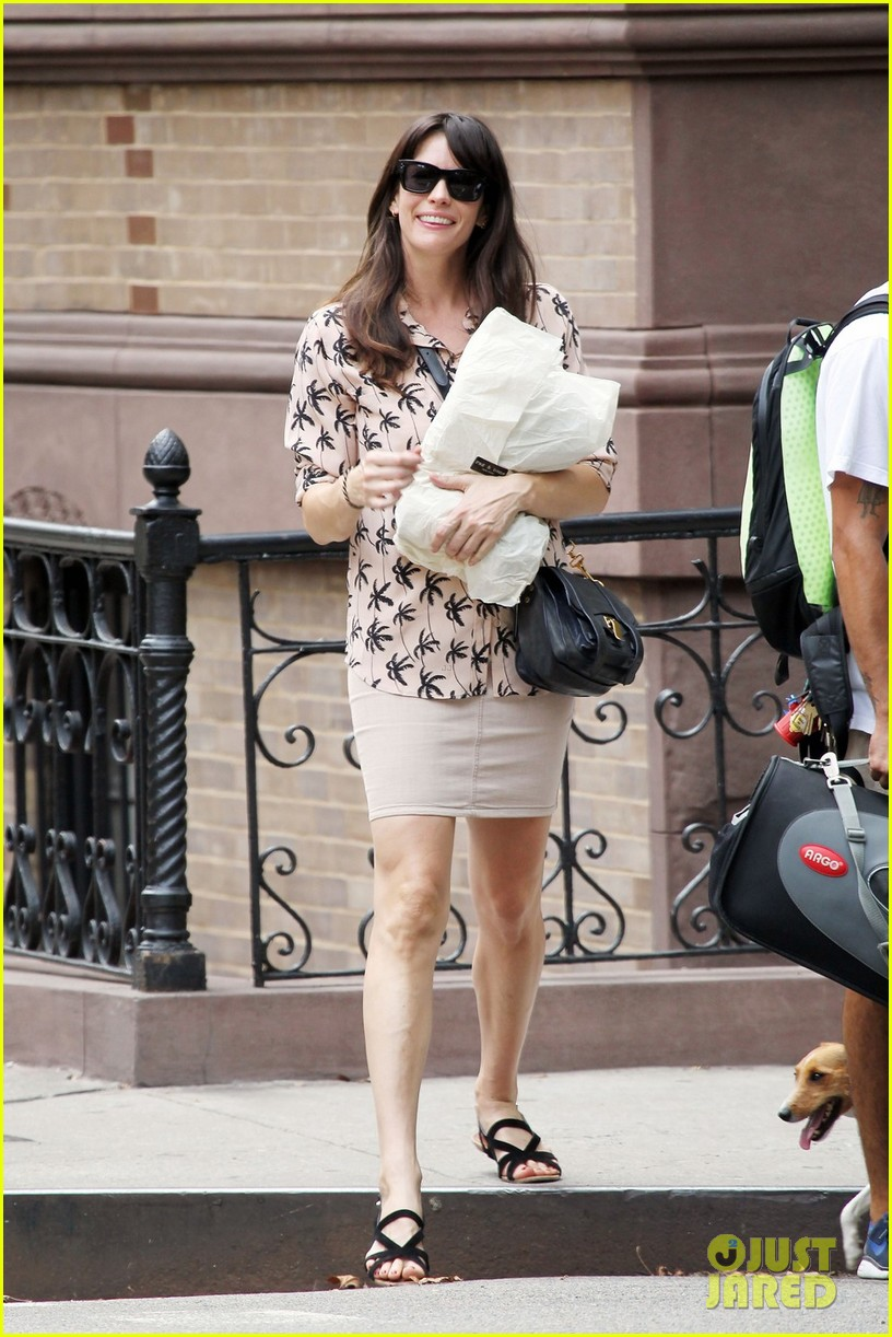 liv tyler rag and bone shopper 06