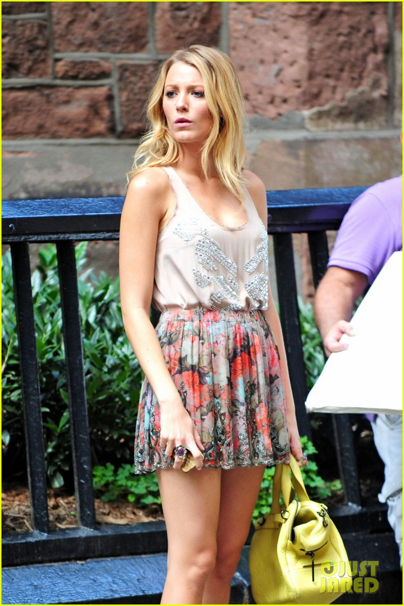 blake lively gossip girl set with chace penn 032695971