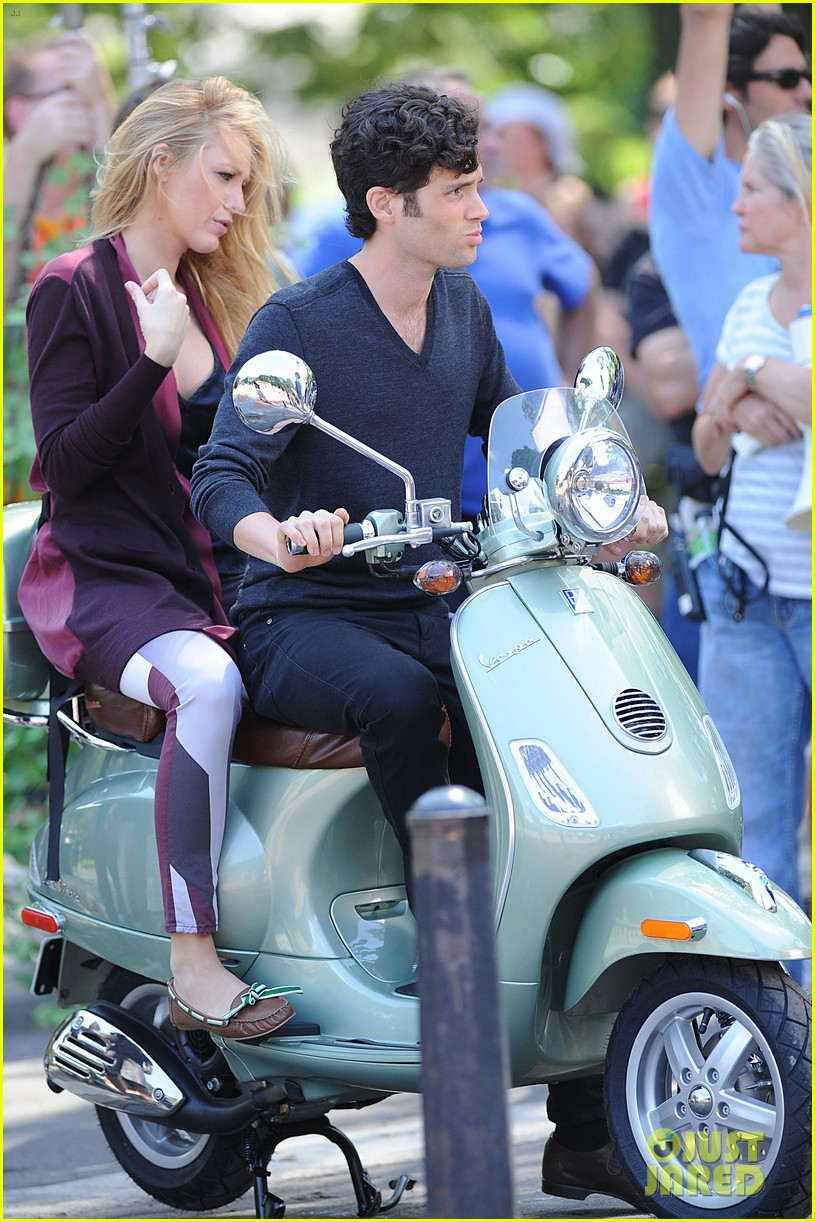 blake lively penn badgley vespa riders for gossip girl 01
