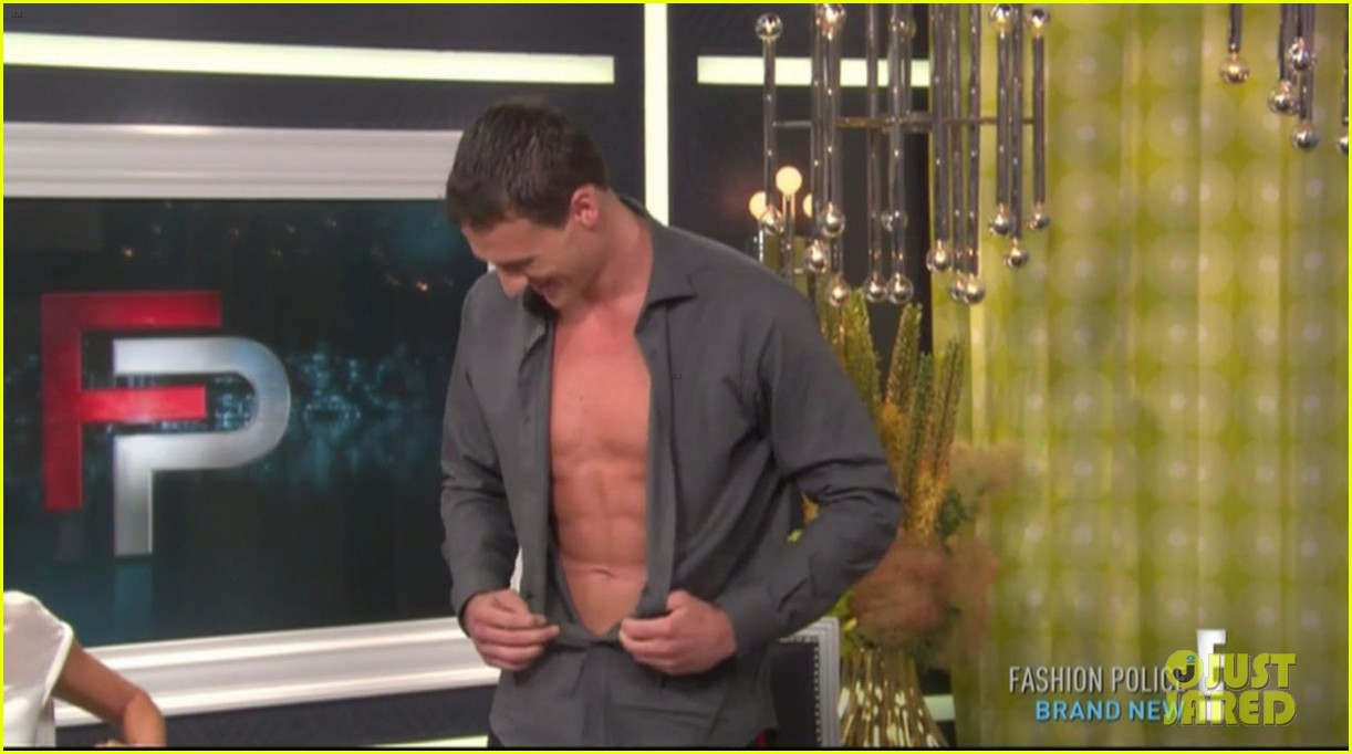 ryan lochte goes shirtless on fashion police 072709203