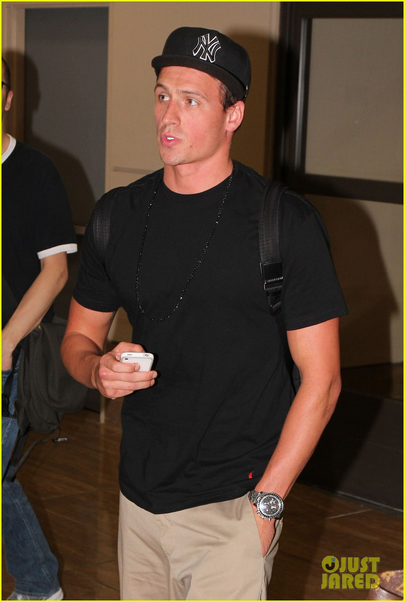ryan lochte lax arrivial 05