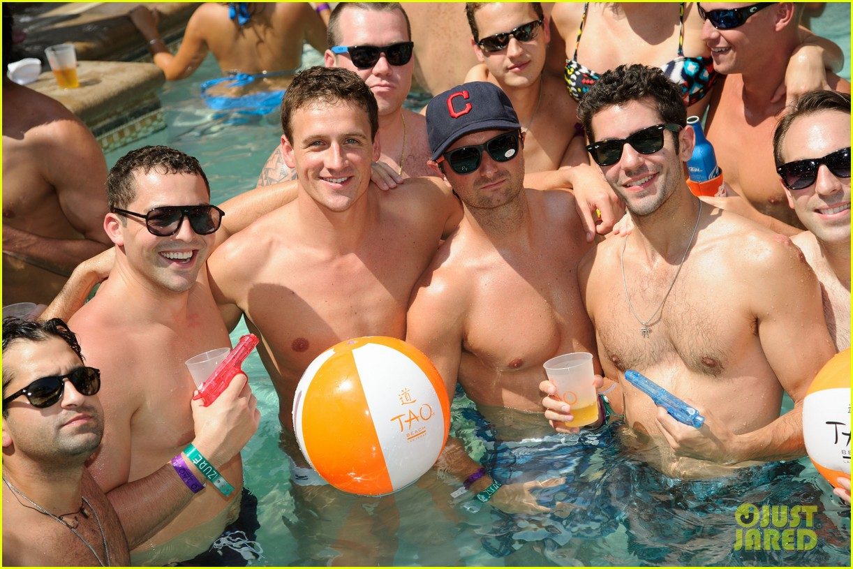 ryan lochte las vegas pool party weekend 28
