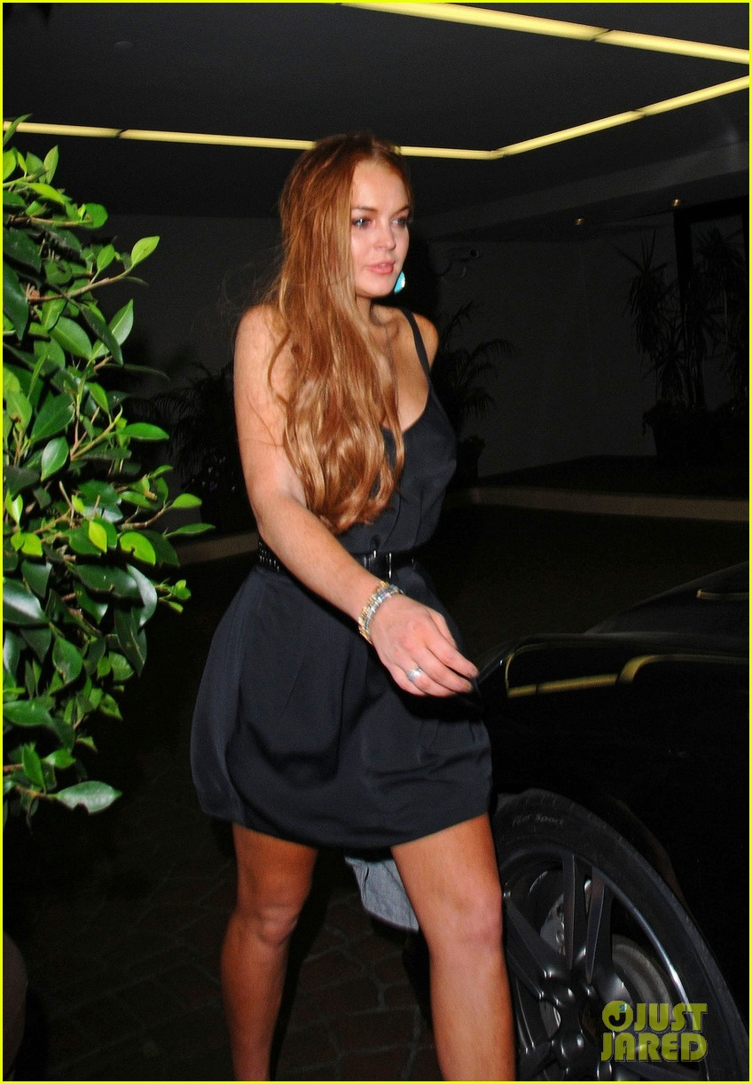 lindsay lohan canyons wrap party with mom cody 02