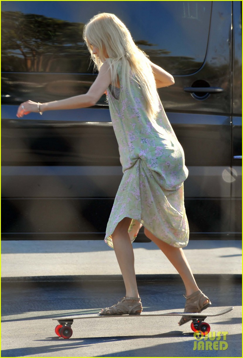 isabel lucas skateboarding on knight of cups set 032700225