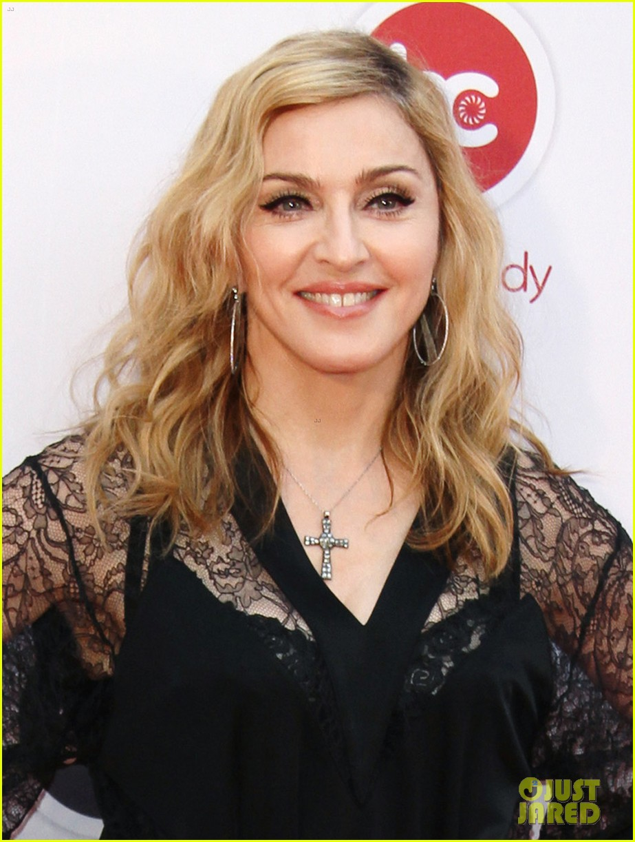 madonna visits hard candy fitness in russia 04