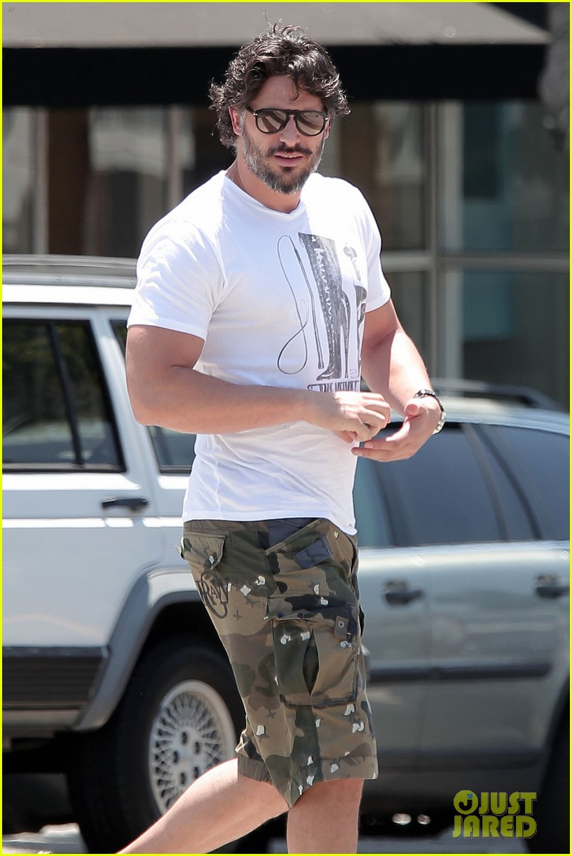 joe manganiello starbucks saturday 04