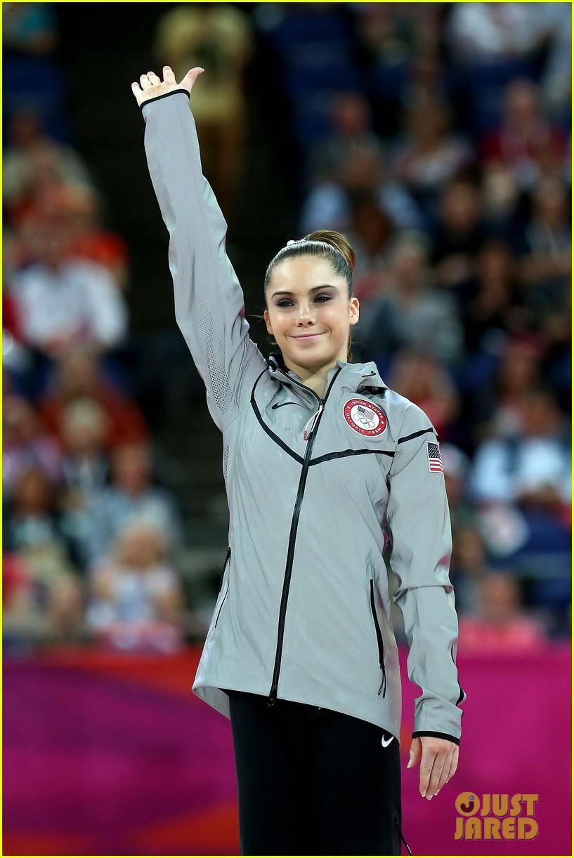 mckayla maroney falls during vault finals wins silver medal 022697511