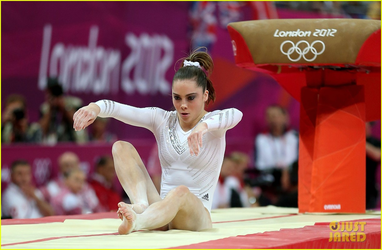 mckayla maroney falls during vault finals wins silver medal 032697512