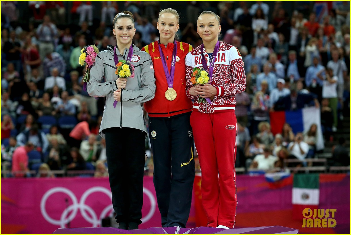 mckayla maroney falls during vault finals wins silver medal 04